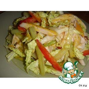 Салат из копченой куриной грудки с савойской капустой