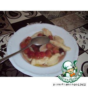 Галушки с ягодным соусом