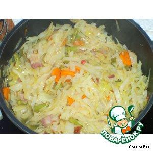 Тушеная капуста с фасолью и салом