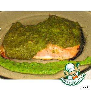 Лосось под весенним зеленым соусом