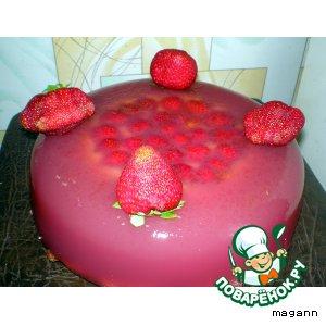 Клубничный слоеный торт