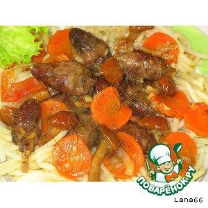 Куриные сердечки с морковью и грибами