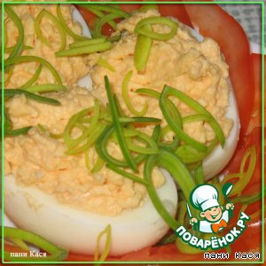 Фаршированные яйца с колбасным сердечком