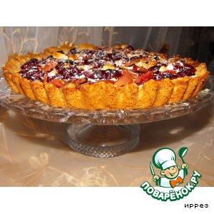 Открытый вишневый пирог с миндалем
