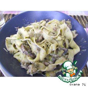 Зелeные домашние папарделли с грибным соусом