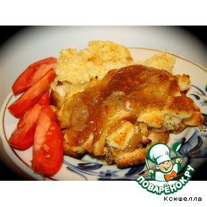 Курица под яблочным соусом с сухариками