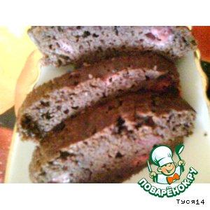 Шоколадный кекс с клубникой