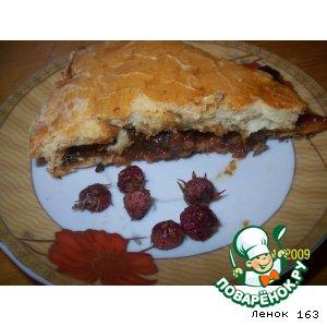 Пирог с калиной и земляникой