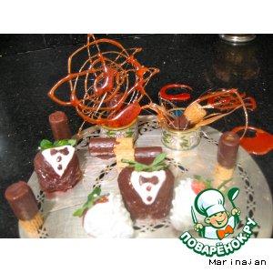 Клубника в шоколаде с карамельными фигурками