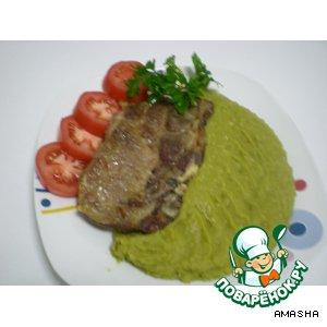 Запеченное мясо с гороховым пюре