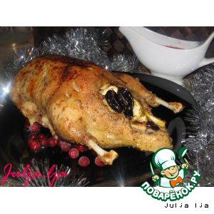 Рождественская утка с фруктами и клюквенно-винным соусом