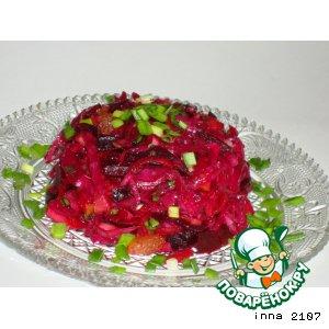 Салат из квашеной краснокочанной капусты с моченым яблоком и изюмом