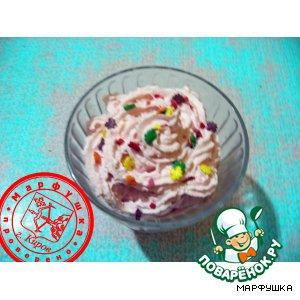 "Десерт из мороженого ""Клубничное конфетти"""
