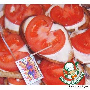 Бутерброды на обжареном хлебе с помидорами
