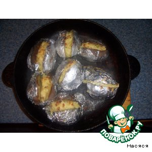 Картофель в фольге с сырной начинкой