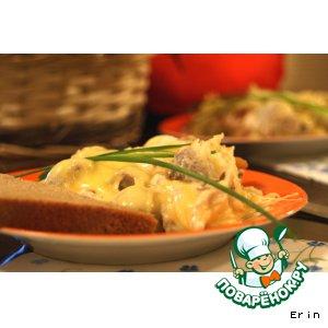 Картофельная запенка с морепродуктами под грибным соусом