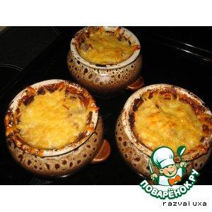 Кусочки говядины, запеченные с картофелем и сыром