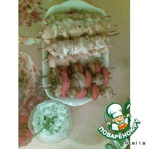Шашлычки куриные и овощные с соусом