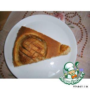 Яблочный торт с марципаном и корицей