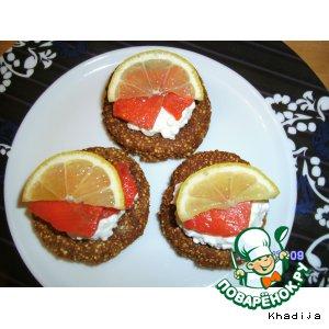 Гречневые мини-блинчики с лососем