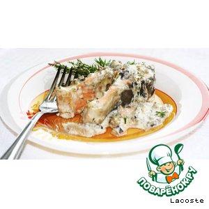 Форель, запеченная в сливочно-грибном соусе