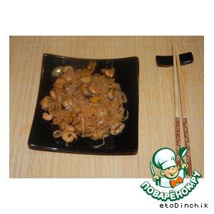 Рисовая лапша с мидиями и креветками