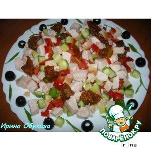 Салат с копченым куриным филе и вялеными помидорами