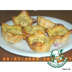 Румяные пирожки с помидорами