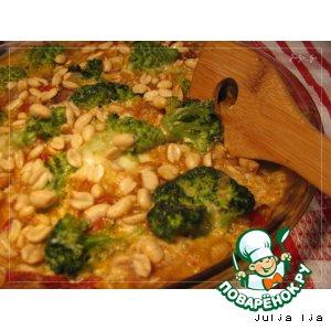 Рыба с овощами и арахисом в сливочно-сырном соусе