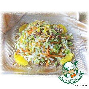 Салат из капусты с апельсином и фисташками