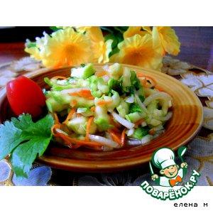 Остренький салатик из молодых кабачков