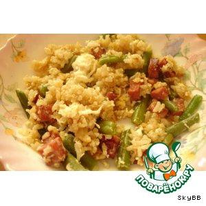 Кау пад колбасини - жареный рис с колбасой и зеленой фасолью