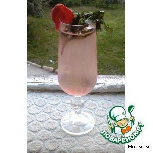Клубнично-мятный напиток