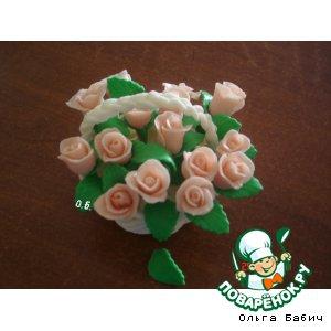 Корзинка с розами из мастики