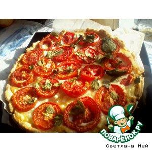 Открытый пирог с томатами, базиликом и мятой
