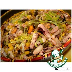 Салат с морепродуктами по-испански