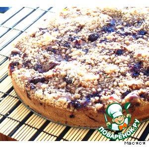 Вишнево-яблочный пирог с крошкой