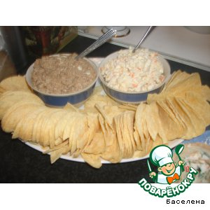 Салат и чипсы