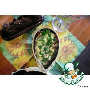 Сочная свинина с фасольюи грибами под сыром