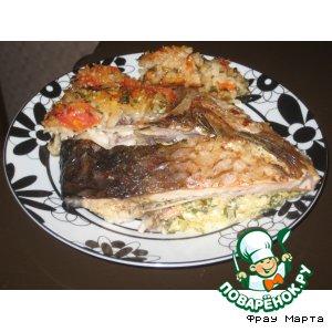 Рыба, фаршированная брынзой и зеленью с гарниром из риса