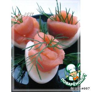 Перепелиные яйца с копченой красной рыбой