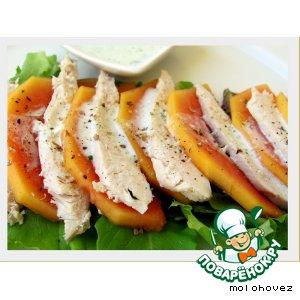 Салат из папайи и куриного филе под пармезановым соусом
