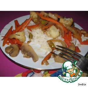 Теплый овощной салат с грибами и рисом