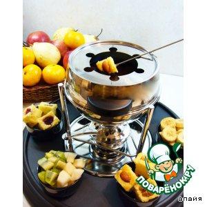 Шоколадное фондю с творожным бисквитом и фруктами