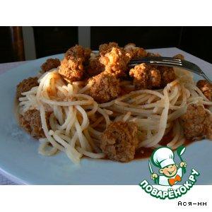 Спагетти с тефтельками под острым томатным соусом