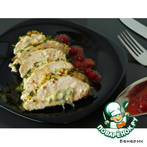 Куриное филе в миндале, фаршированное сыром