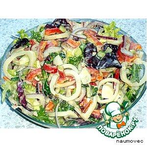 Салат с кальмарами и перепелиными яйцами