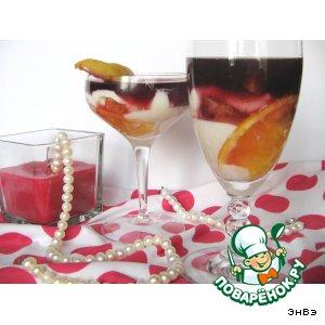 Творожный десерт с фруктами и вином