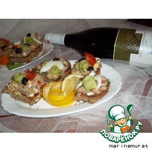 Сэндвич с тунцом и овощами
