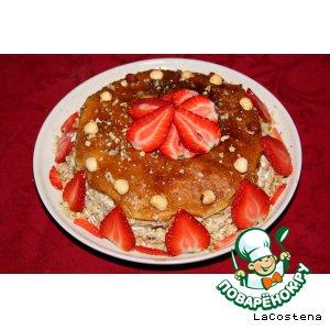 Креп-торт с клубникой и орехами